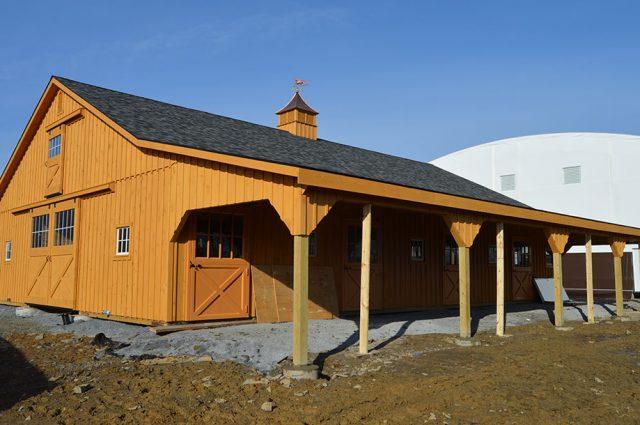 J&N Custom Horse Barn