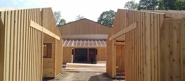 Modular barn being built
