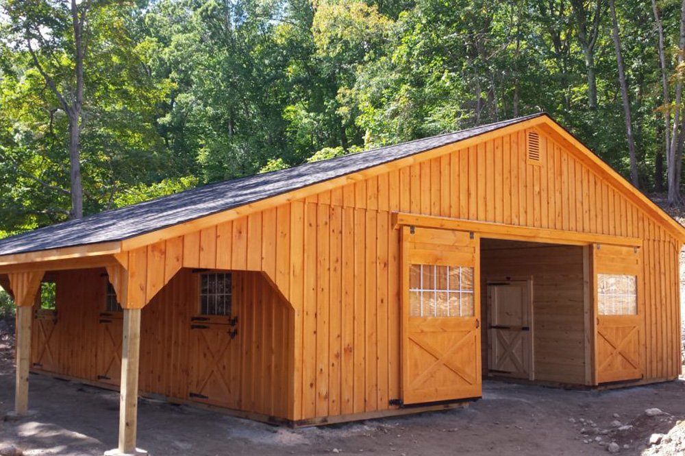 Custom low profile barn by J&N Structures
