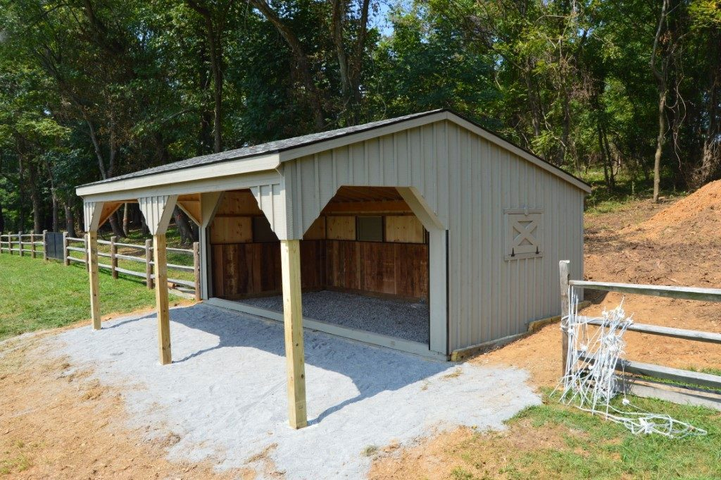 Run-in shed built prefabricated