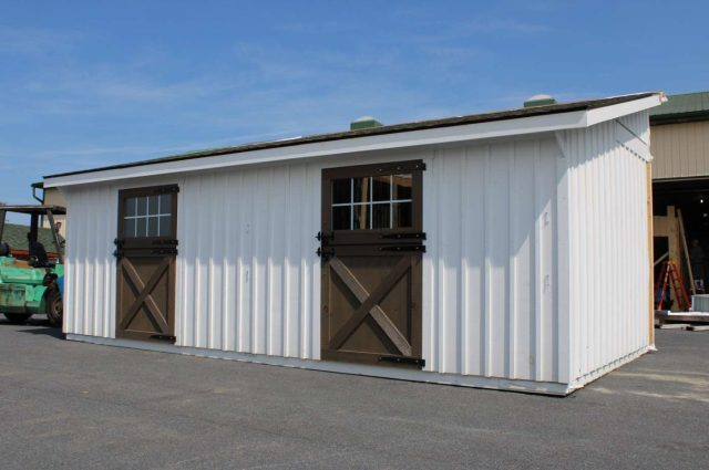 amish horse barn exterior in Cochranville pa