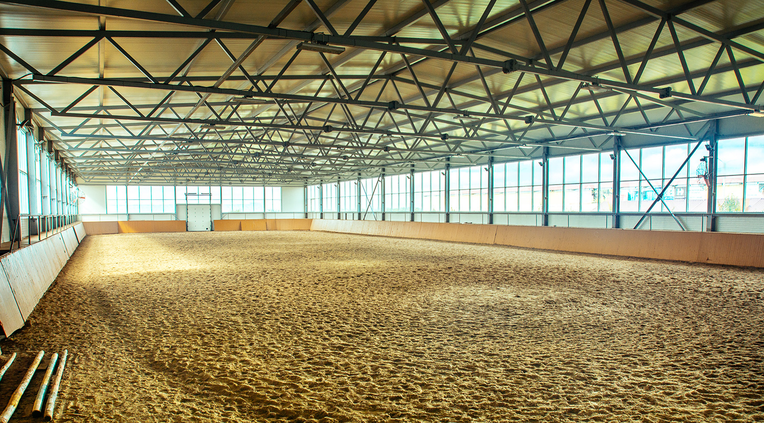 Horse Arena Designs That Maximize Space Indoor Outdoor Arena Ideas