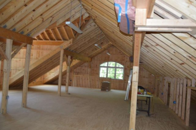 garage with loft in Woodbury, CT