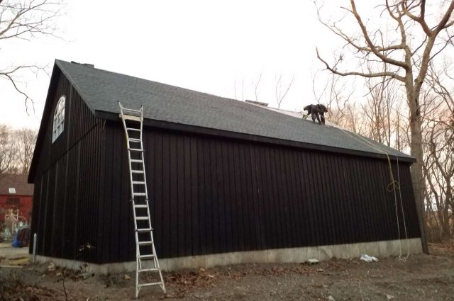 Woodbury CT custom garage with Hickory architectural shingle roof with GAF Timberline HD