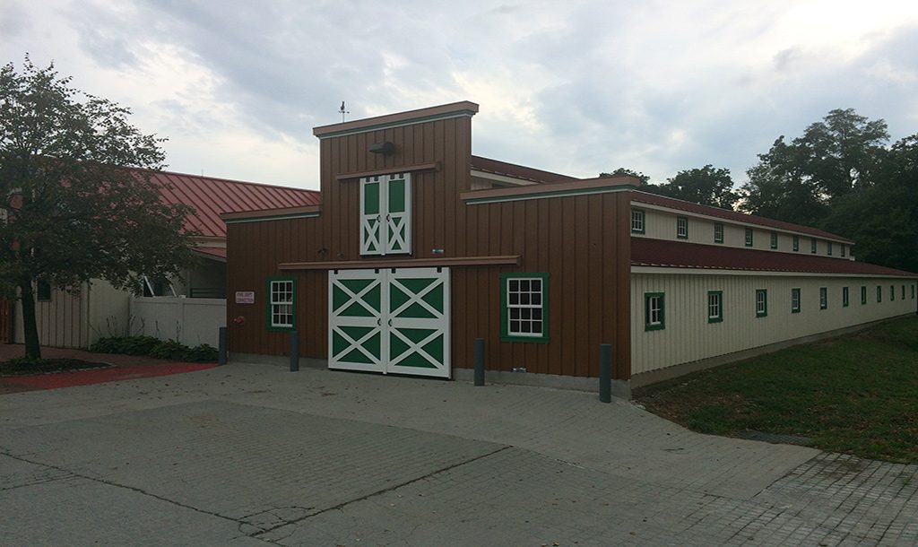 Commercial horse barn for housing several horses