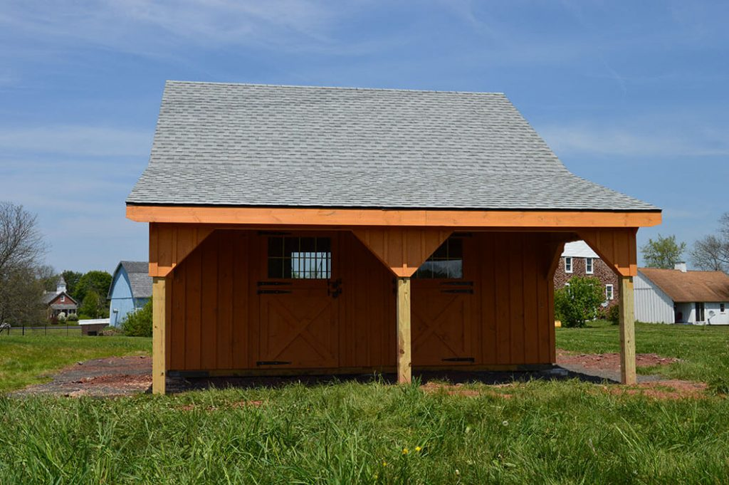 Spacious horse barn with overhang