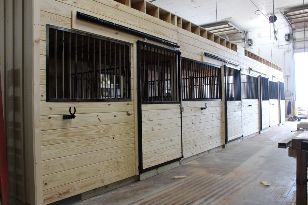 Horse stall design for large horse barn
