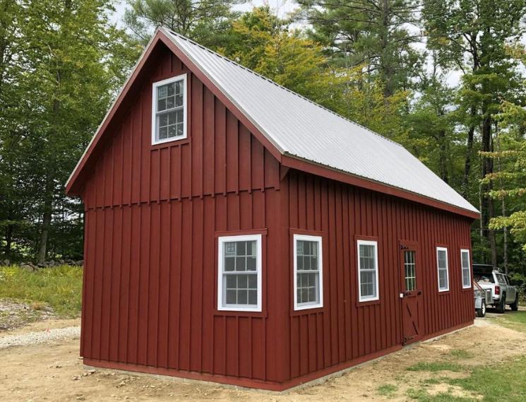 Medium sized garage on residential property
