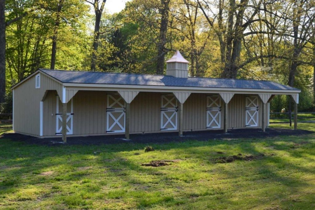 Single story horse barn with 5 stalls